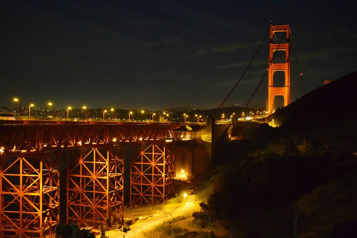 Výhled z našeho noclehu na Golden Gate Bridge v San Franciscu | © Renata Tunová - Instagram.com/RenyTunova