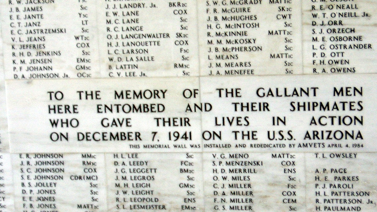 Památník obětem útoku na Pearl Harbor   © Eric and Mary Ellen