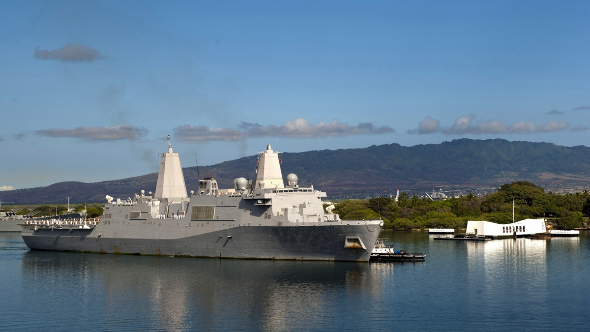 USS New Orleans a USS Arizona na Havaji | © Official U.S. Navy