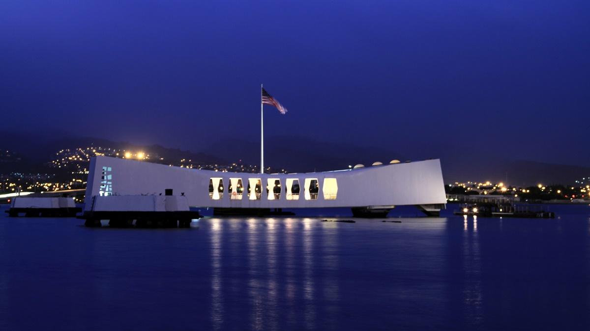 Pearl Harbor v noci | © TomFake