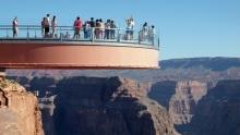 Grand Canyon Skywalk: Reportáž znávštěvy vyhlídky sprosklenou podlahou