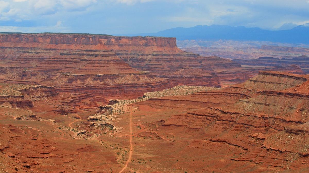 Vyhlídka Shafer Canyon Overlook v NP Canyonlands | © Frank Kovalchek