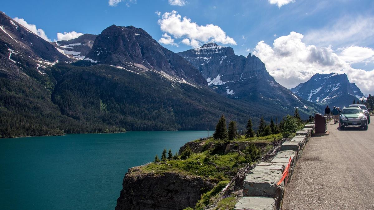 Saint Mary Lake | © Don DeBold
