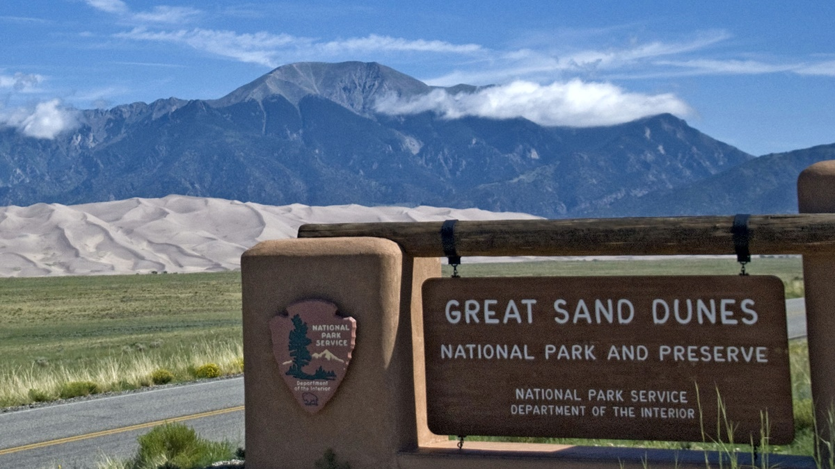 Great Sand Dunes National Park and Preserve | © Ron Cogswell