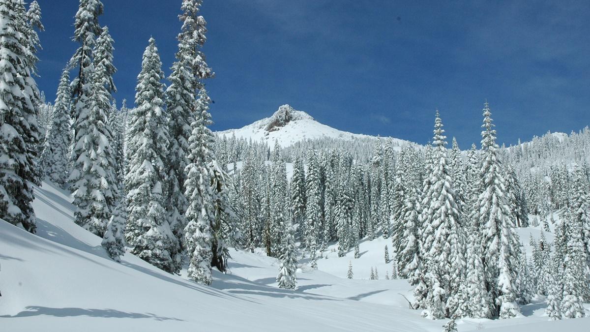 Zima v národním parku Lassen Volcanic | © LassenNPS