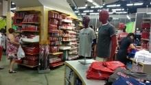 Obří obchod Coca Cola vLas Vegas: Malinová cola, půlmetrová lahev adalší bizarní suvenýry!