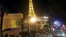 Paris Las Vegas: Hotel scasínem, který má ivlastní Eiffelovku