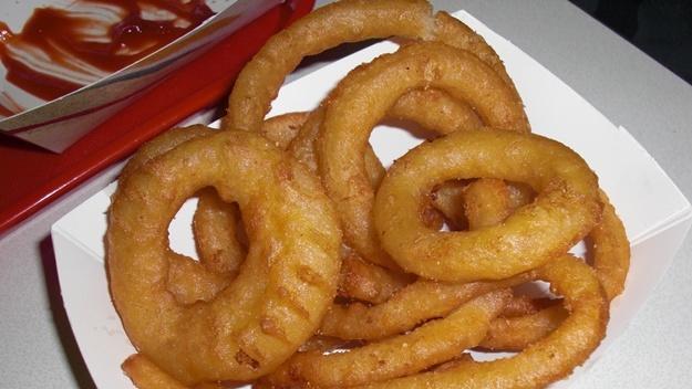 Recept na cibulové kroužky v těstíčku onion rings | © Aine D