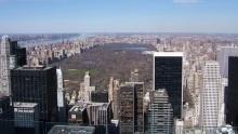 Rockefellerovo centrum vNew Yorku: Vyhlídka Top of the Rock atradiční kluziště