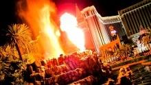 Sopka uhotelu Mirage vLas Vegas chrlí lávu aexploduje, podívat se můžete zdarma