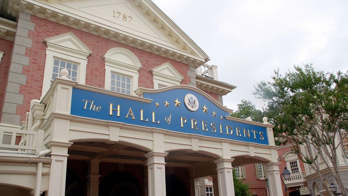 The Hall of Presidents v Magic Kingdom   © Jeremy Simpson